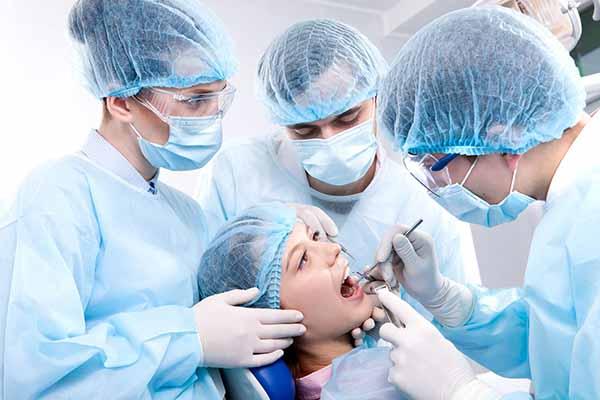 کار جراح دهان چیست؟