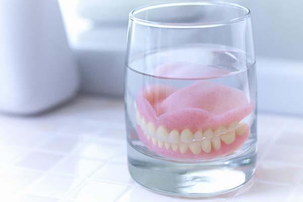 دندان های مصنوعی یا ایمپلنت دندان