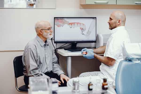 مزایای ایمپلنت کردن دندان